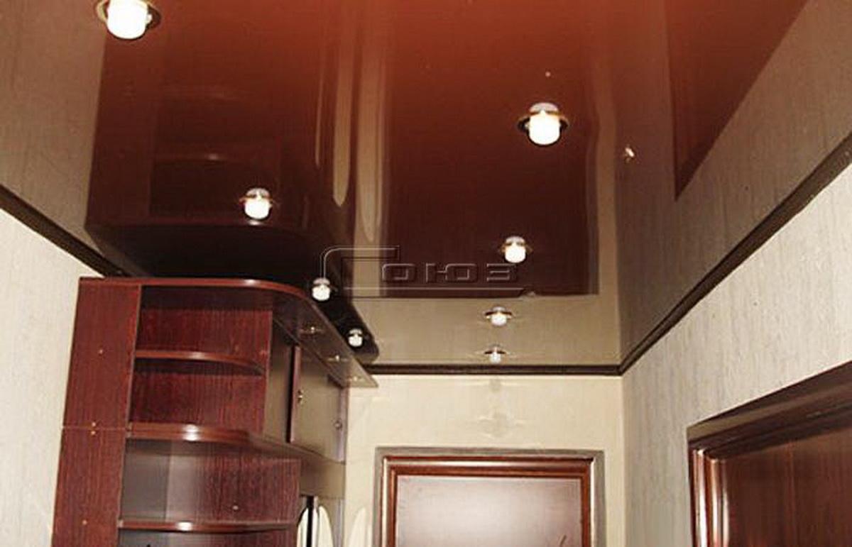 Шоколадные натяжные потолки в интерьере